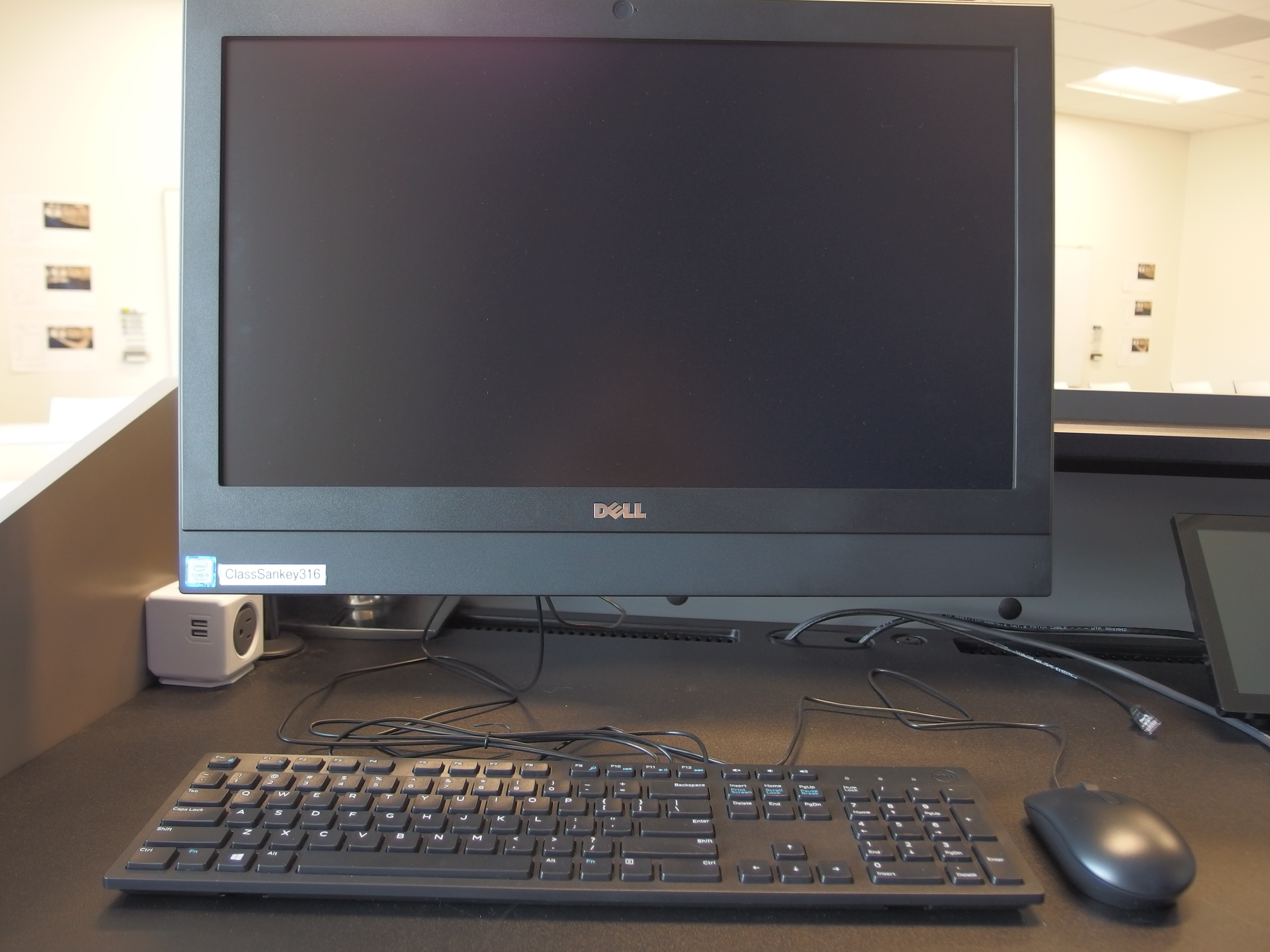 A photo of of the instructor station computer