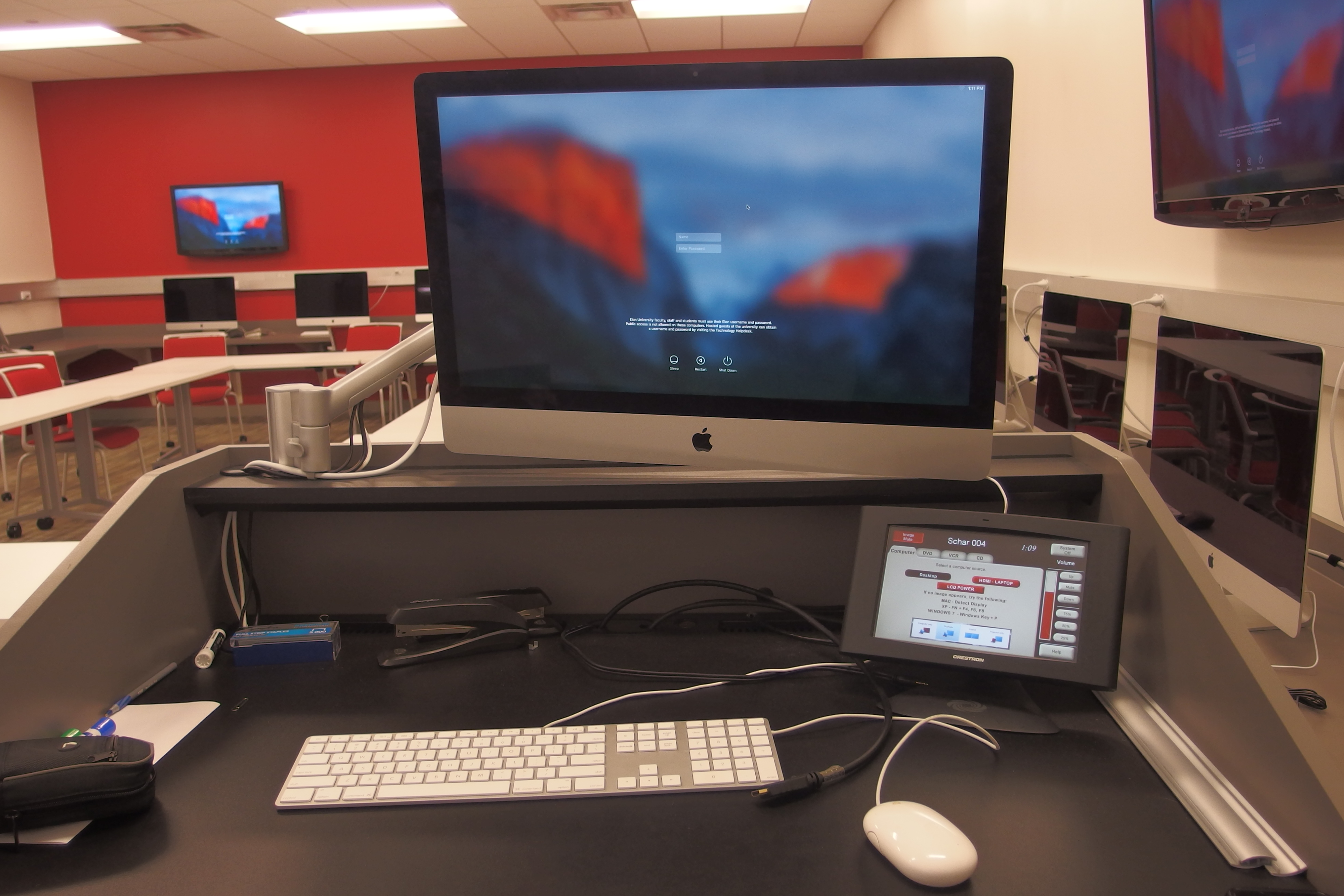 A photo of the instructor station mac computer