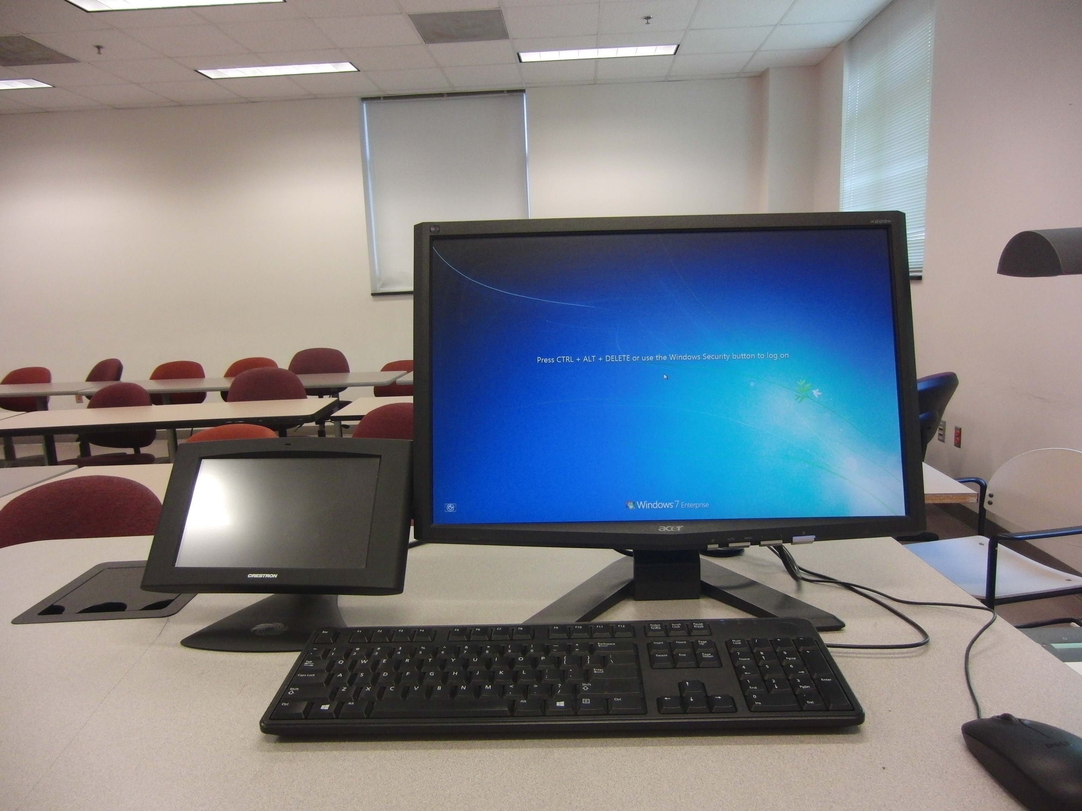Photo of the dell computer available at the instructor's station