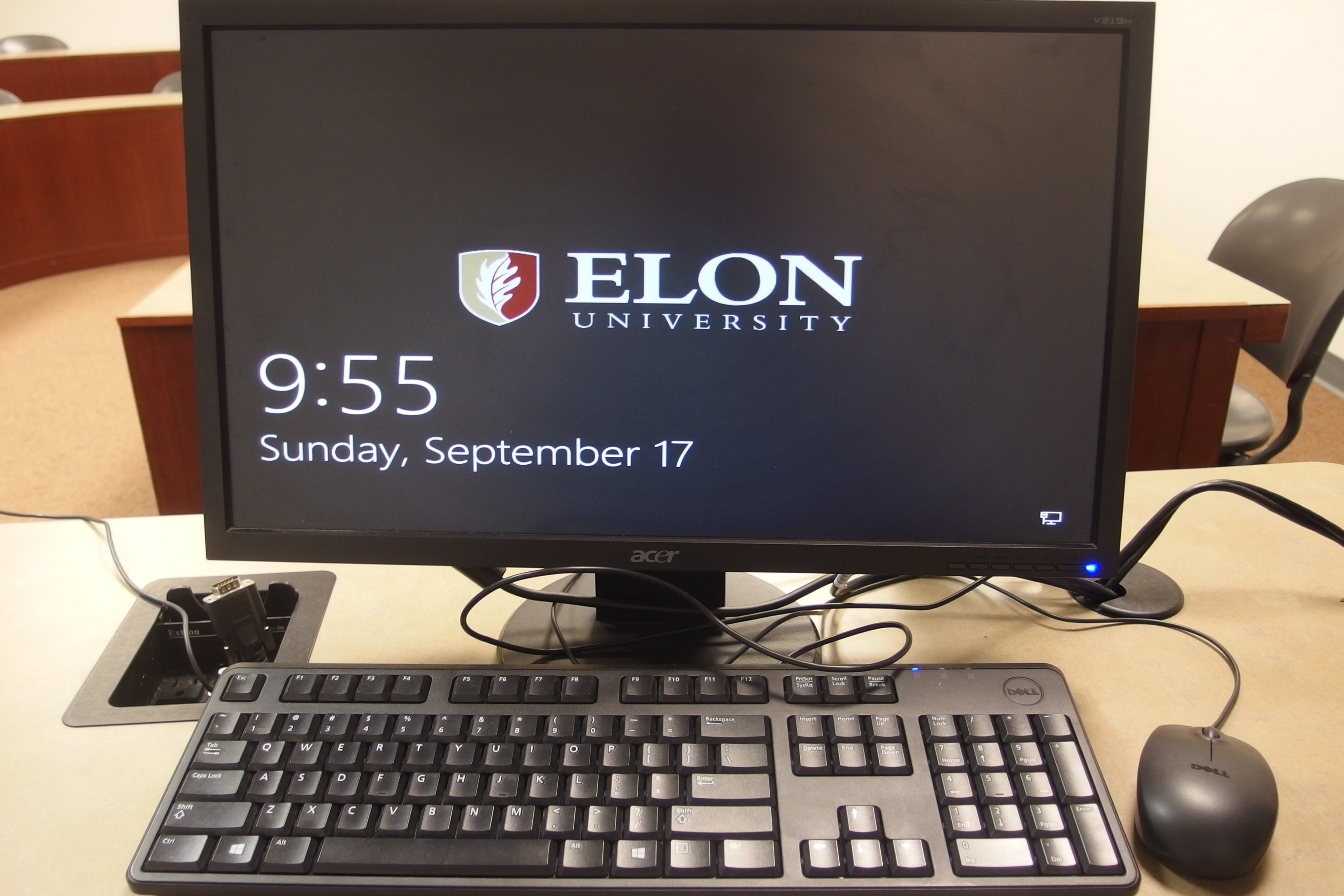 Photo of the instructor's computer available on the instructor's station